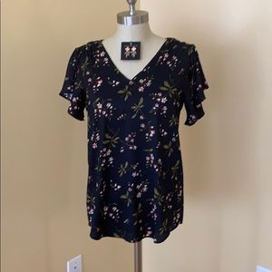 Silky top with matching earrings